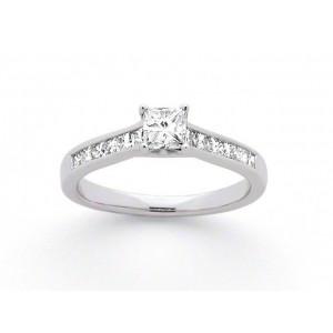 Solitaire Diamant taille princesse 0,31 Carat G VS 4 griffes accompagné 0,26 Ct