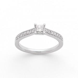 Solitaire Diamant taille princesse 0,33 Carat G SI1 4 griffes accompagné 0,18 Ct